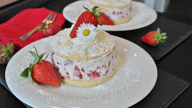 Пирожное с клубникой